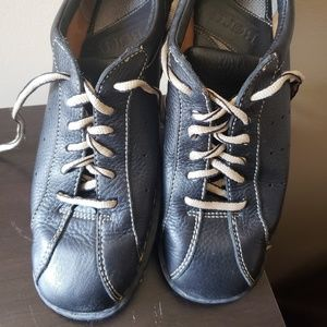 Used Born lace up women's shoes
